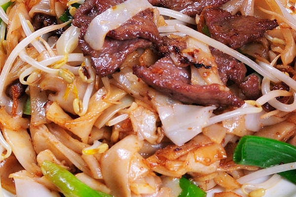Pan Fried Sliced Beef with Rice Noodle